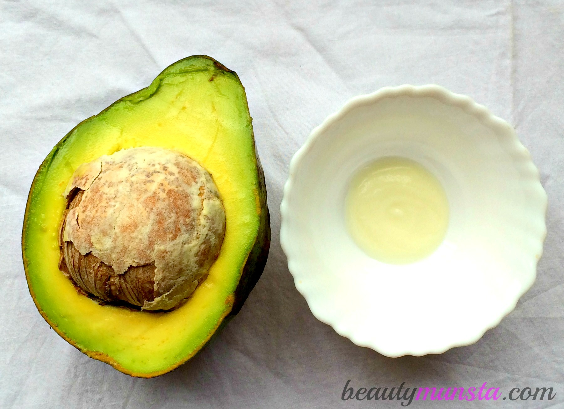 You will need just two ingredients - avocado & greek yogurt, to deeply hydrate and moisturize your skin